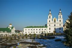 Het vierkant van vrijheid Minsk Wit-Rusland Kathedraal van de Afdaling van de Heilige Geest stock foto
