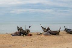 Het Vietnamese visser werken stock afbeeldingen