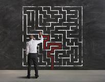 Het vinden van de oplossing van labyrint Stock Afbeelding