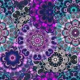Het viooltje kleurde naadloos patroon met oostelijk bloemenornament Bloemen oosters ontwerp in aztec, Turks, Indisch Pakistan, Royalty-vrije Stock Afbeeldingen