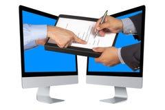 Het virtuele e-Buiness van het Bedrijfs tekencontract Scherm Stock Afbeeldingen