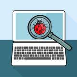 Het viruslieveheersbeestje op laptop met het overdrijven Stock Foto