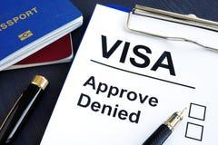 Het visum keurt goed of ontkende en paspoort immigratie royalty-vrije stock foto's