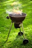Het vlammende hete brand branden in draagbare BBQ royalty-vrije stock foto