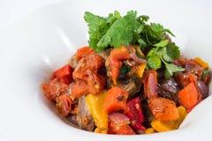 Het vlees in tomatensaus met groenten sluit omhoog Royalty-vrije Stock Foto's