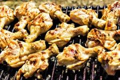 Het vlees van de kip op de grill Stock Afbeelding