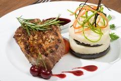 Het vlees van de kotelet en Fijngestampte Aardappel Stock Afbeelding