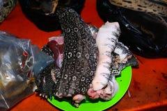 Het vlees van de watermonitor in de markt, Serian, Borneo, Sarawak, Maleisië royalty-vrije stock foto's