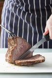 Het vlees van het braadstuk klaar voor het snijden Stock Foto's