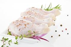 Het vlees van het gevogelte. De benen van de kip. Royalty-vrije Stock Foto's