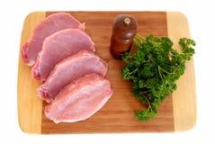Het vlees van het haasbiefstuk op scherpe raad stock foto