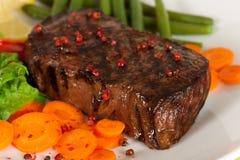 Het vlees van het Lapje vlees van New York op Slabonen, Wortel, Peper Royalty-vrije Stock Afbeelding