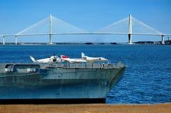 Het vliegdekschip van Yorktown met brug Ravenel Stock Foto