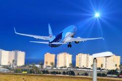 het vliegen aan de zon Stock Foto