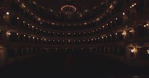 Het vliegen binnen het Operahuis Het aanzetten van de verlichting stock videobeelden