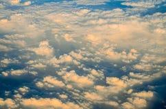 Het vliegen boven de Wolk Stock Afbeelding