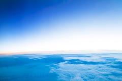 Het vliegen boven de Wolken Royalty-vrije Stock Afbeeldingen