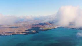 Het vliegen boven IJsland stock video