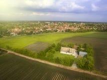 Het vliegen boven landbouwgebieden Stock Afbeelding