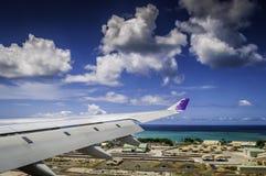 Het vliegen in de Luchthaven van Honolulu Stock Afbeeldingen