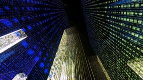Het vliegen door de Digitale Neonstad in het netwerk van telecommunicatieinternet het 3d teruggeven Royalty-vrije Stock Afbeeldingen
