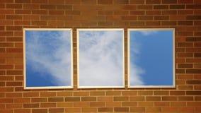 Het vliegen door de wolken stock videobeelden