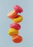 Het vliegen Macarons stock afbeelding