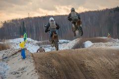 Het vliegen op een motorfiets Stock Foto's