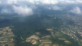 Het vliegen over de heuvel van Belgrado - Avala- stock videobeelden