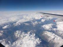Het vliegen over de Italiaanse Alpen Royalty-vrije Stock Afbeeldingen