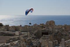 Het vliegen over de ruïnes royalty-vrije stock afbeelding