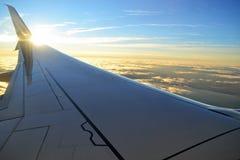Het vliegen over de wolken royalty-vrije stock afbeelding