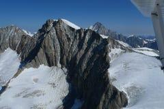 Het vliegen over de Zwitserse alpen Royalty-vrije Stock Afbeelding