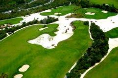 Het vliegen over golfcursus Stock Afbeelding
