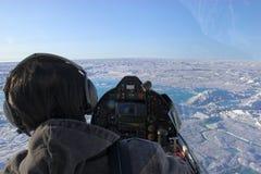 Het vliegen over het Noordpoolgebied Royalty-vrije Stock Afbeeldingen