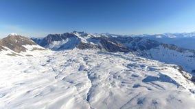 Het vliegen over Ski Resort stock videobeelden