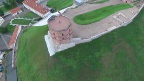 Het vliegen rond de toren stock footage