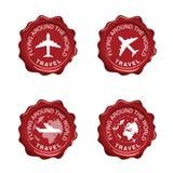 Het vliegen rond de wereld op de rode illustratie van de verbindingswas Royalty-vrije Stock Foto