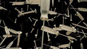 Het vliegen schroevedraaiers en schroeven op zwarte stock videobeelden