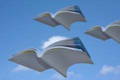 Het vliegen van boeken Stock Afbeeldingen