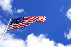 Het Vliegen van de Vlag van de V.S. stock fotografie