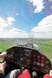 Het vliegen van een licht vliegtuig Royalty-vrije Stock Afbeeldingen
