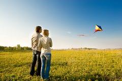 Het vliegen van een vlieger Royalty-vrije Stock Afbeeldingen