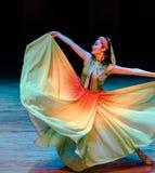 Het vliegen van rok-dans de volksdans dramaaxi sprong-Yi royalty-vrije stock afbeeldingen