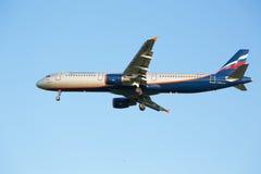 Het vliegtuig Aeroflot van de luchtvaartlijnluchtbus A321 gaat zitten bij de Sheremetyevo luchthaven Stock Foto