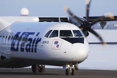 Het vliegtuig ATR 72 van UTair stock fotografie