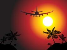 Het vliegtuig dat van de lucht over een strand vliegt   Stock Foto's