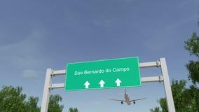 Het vliegtuig die aan Sao Bernardo aankomen doet Campo luchthaven die naar Brazilië reizen stock video