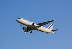 Het vliegtuig die van Air France-luchtvaartlijn bij de Sheremetyevo luchthaven landen royalty-vrije stock foto