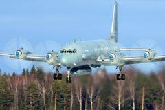 Het vliegtuig die van de Ilyushin IL-20M rf-93610 verkenning bij de Luchtmachtbasis van Kubinka landen stock afbeelding